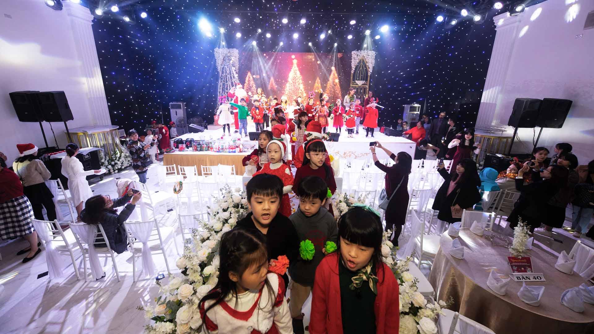 Tổ chức giáng sinh cho trẻ